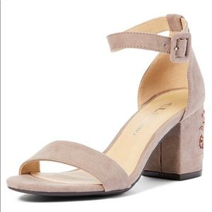 NIB-Chinese Laundry Embroidered Heel Sandals
